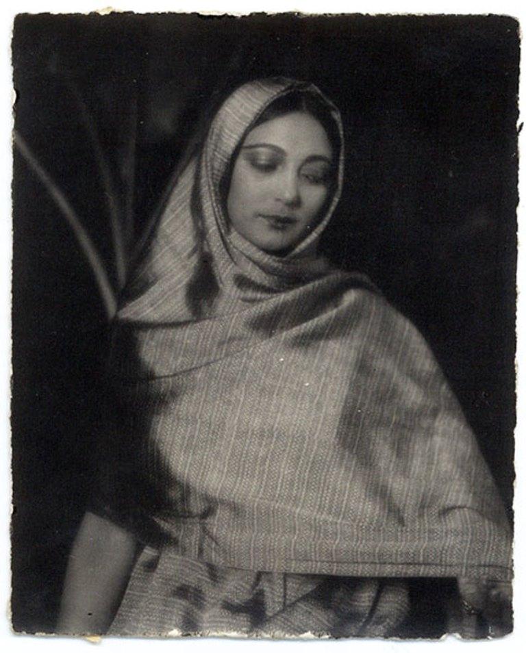 Tina Modotti. Rosa Rolando(Rosa Covarrubias)  con rebozo . Via catarinaudlap