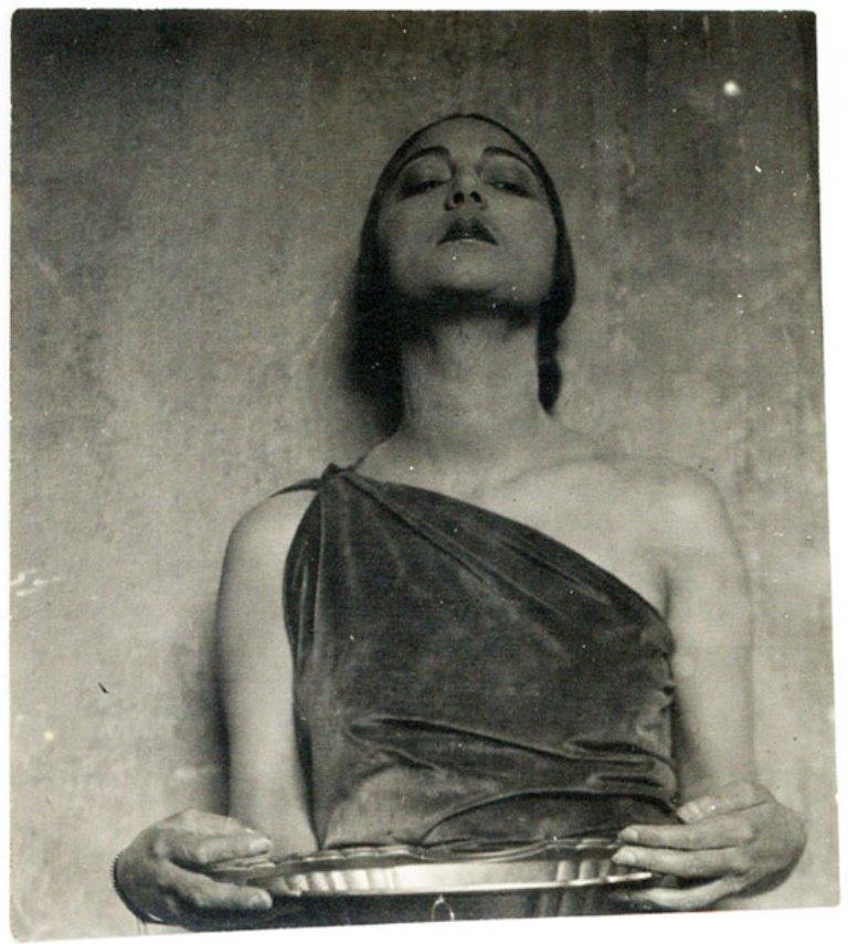 Tina Modotti. Rosa Rolando(Rosa Covarrubias) con vasija. Via catarinaudlap
