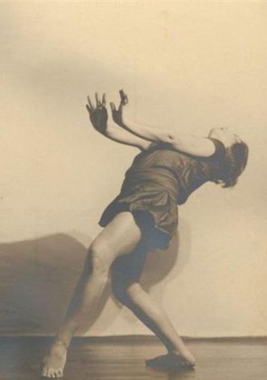 Charlotte Rudolph. Etude de Margarete Wallman, danseuse expressionniste allemande (study) , 1924 . Via arnet