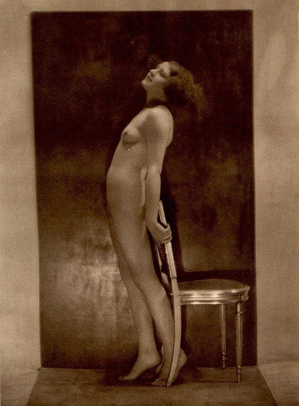 From La Beauté de la Femme. Album du Premier Salon Internationale du Nu Photographique Paris. Daniel Masclet 1933