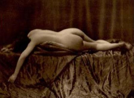From La Beauté de la Femme1. Album du Premier Salon Internationale du Nu Photographique Paris. Daniel Masclet 1933