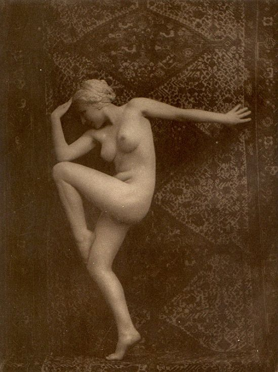 From La Beauté de la Femme11. Album du Premier Salon Internationale du Nu Photographique Paris. Daniel Masclet 1933