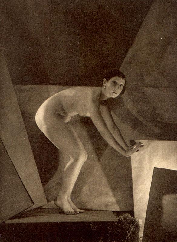 From La Beauté de la Femme12. Album du Premier Salon Internationale du Nu Photographique Paris. Daniel Masclet 1933
