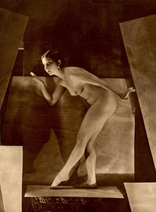 From La Beauté de la Femme14. Album du Premier Salon Internationale du Nu Photographique Paris. Daniel Masclet 1933