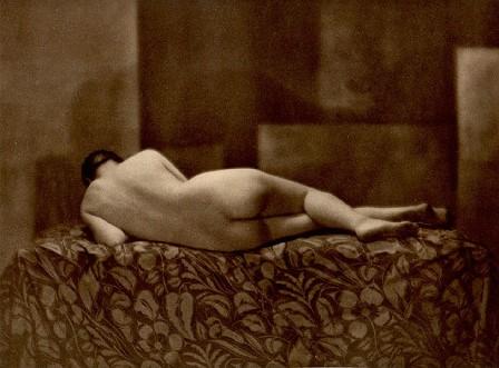 From La Beauté de la Femme3. Album du Premier Salon Internationale du Nu Photographique Paris. Daniel Masclet 1933