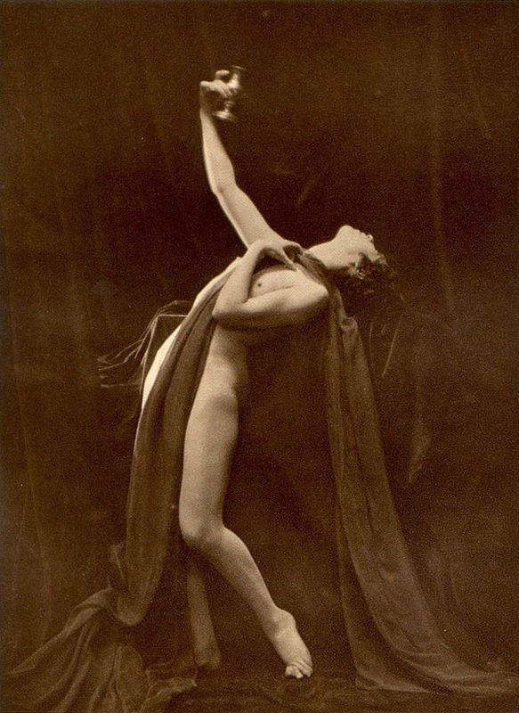 From La Beauté de la Femme4. Album du Premier Salon Internationale du Nu Photographique Paris. Daniel Masclet 1933