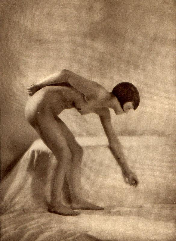From La Beauté de la Femme7. Album du Premier Salon Internationale du Nu Photographique Paris. Daniel Masclet 1933