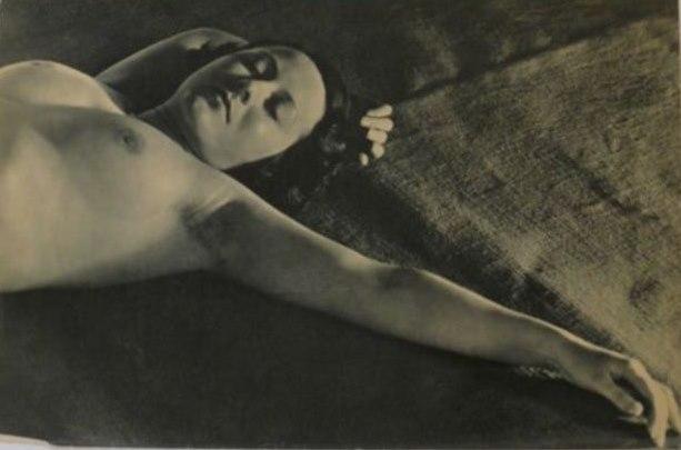 Sasha Stone1. Collection d'études photographiques du corps humain. Femmes  1933. Via catawiki