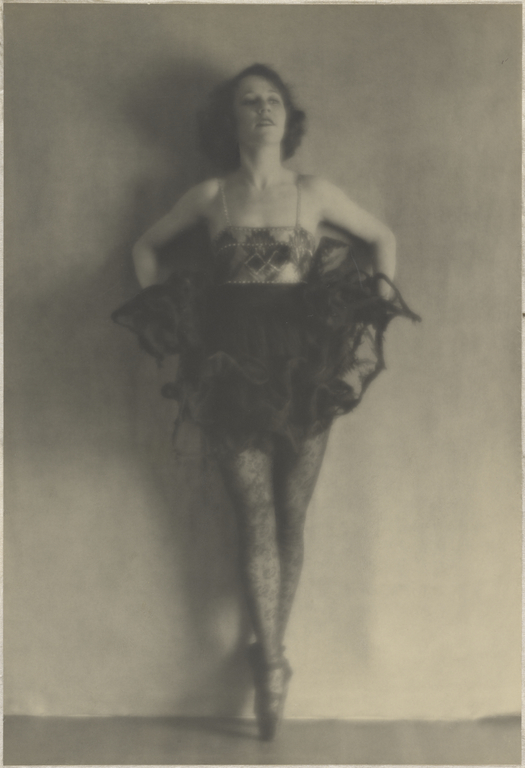 Arthur F. Kales. Ballerina 1920. Via getty