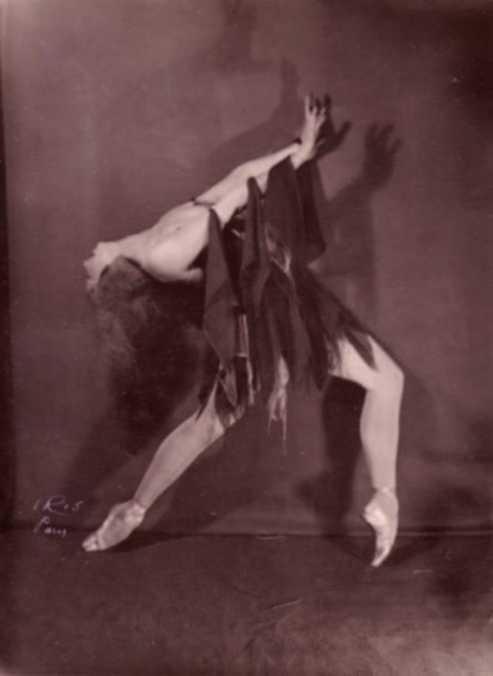 Studio Iris. Valentina Blinova, vers 1930. Via pba auction