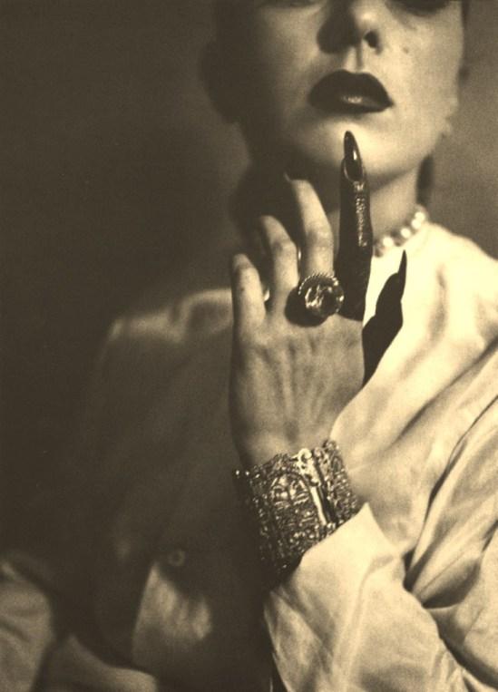 jacques-henri-lartigue-florettes-painted-finger-1940