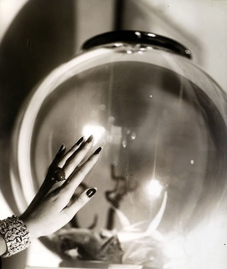 jacques-henri-lartigue-renee-perles-hand-1930-1932