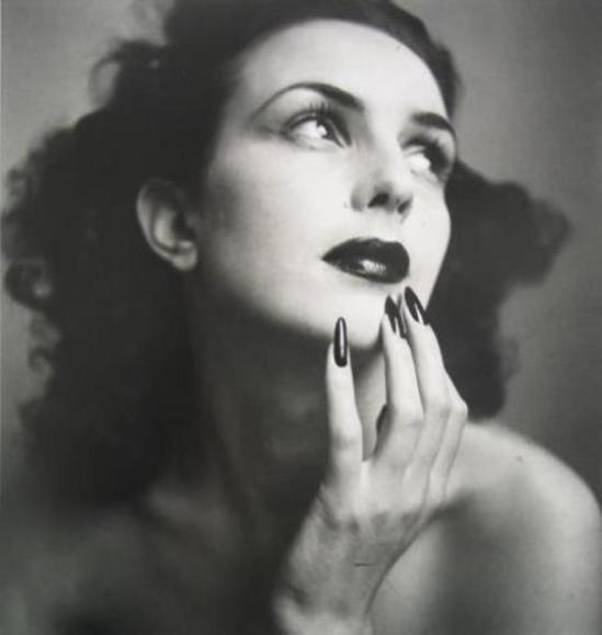 jacuqe-henri-lartigue-florette-1943-via-jacksonfineart