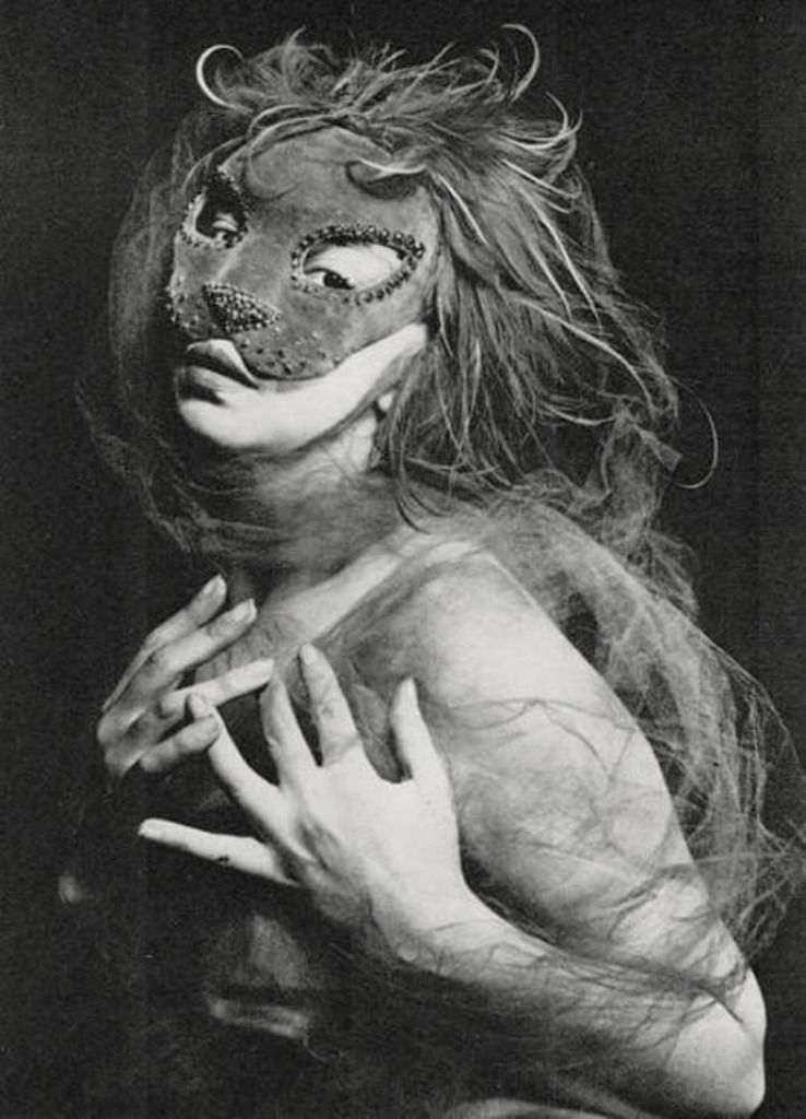 masques-de-leonor-fini-by-andre-pieyre-de-mandiargues-la-parade-editions-andre-bonne-paris-1951-photo-andre-ostier