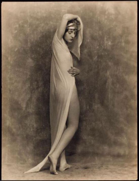 nickolas-muray-charlotte-mahuron-nude-study-1925-via-eastmanmuseum