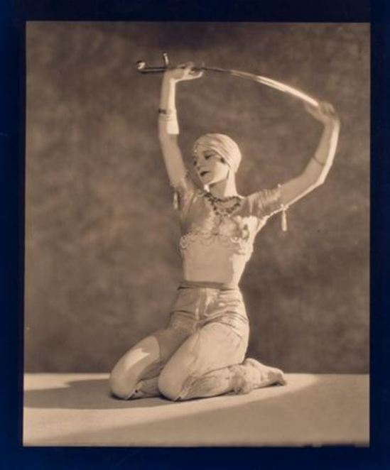 nickolas-muray-leja-dancer-in-costume-1920-1932-via-eastmanmuseum