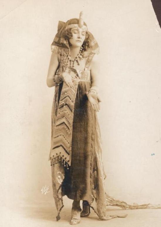 white-studio-maid-1915-via-nypl