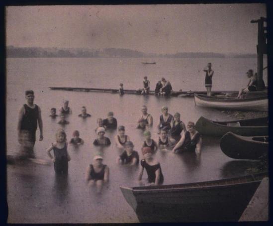 charles-c-zoller-swimmers-in-silver-lake-n-y-1920-aitochrome-via-eastmanuseum