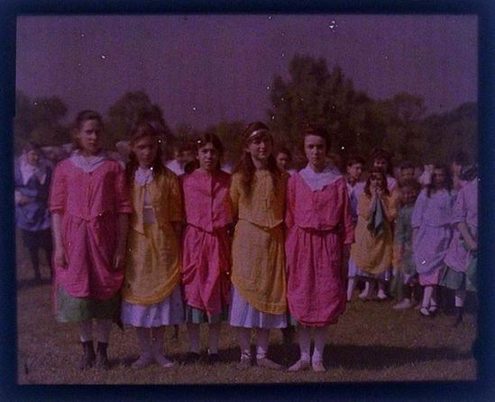 charles-c-zoller-young-girls-1907-1932-autochrome-via-eastmanuseum