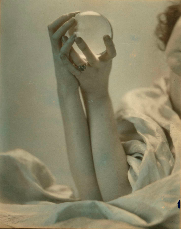 edward-steichen-dana-glover-steichen-holding-glass-sphere-1920-via-damedepique-on-tumblr