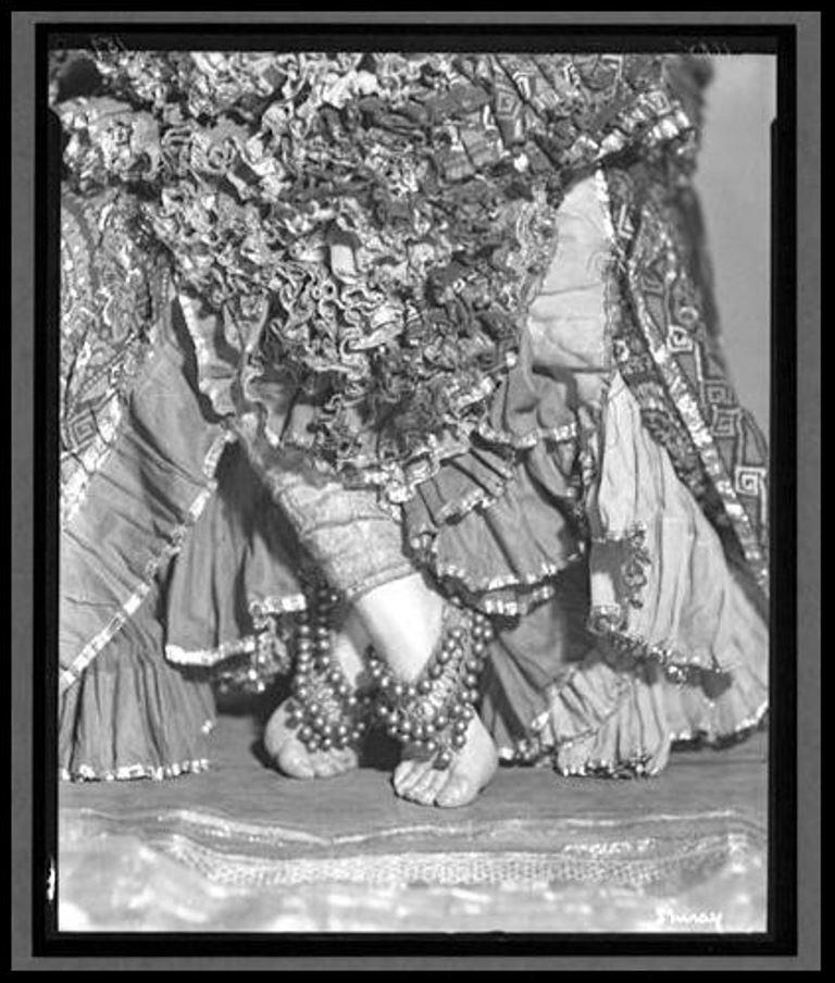 nickolas-muray-ruth-st-deniss-feet-1922-1961-via-eastmanmuseum