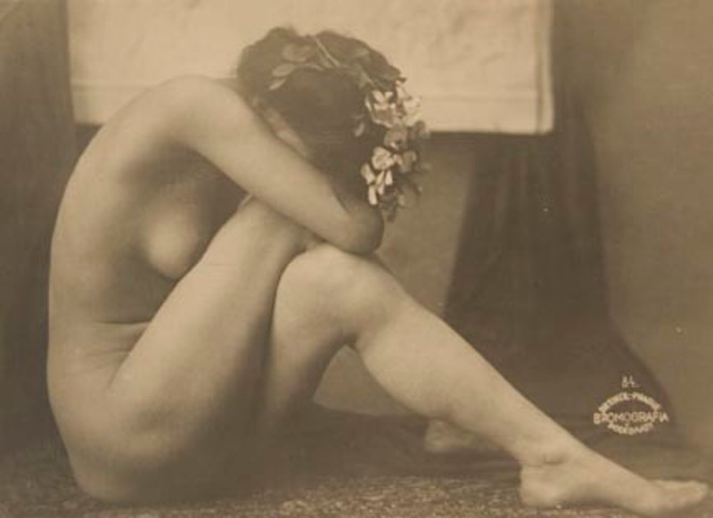 frantisek-drtikol-side-view-of-nude-seated-on-floor-1910-via-mocp
