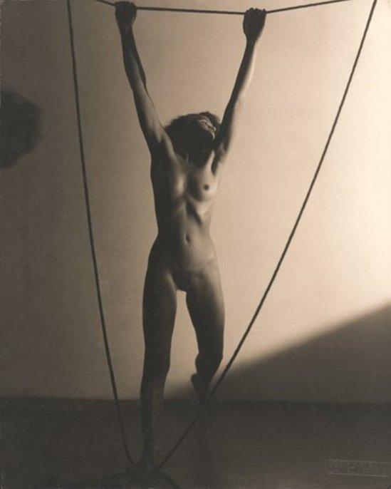 frantisek-drtikol-nude-with-ropes-1930-via-robertkleingallery