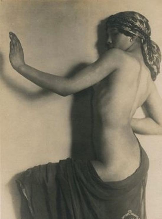 frantisek-drtikol-sans-titre-1925-via-mutualart