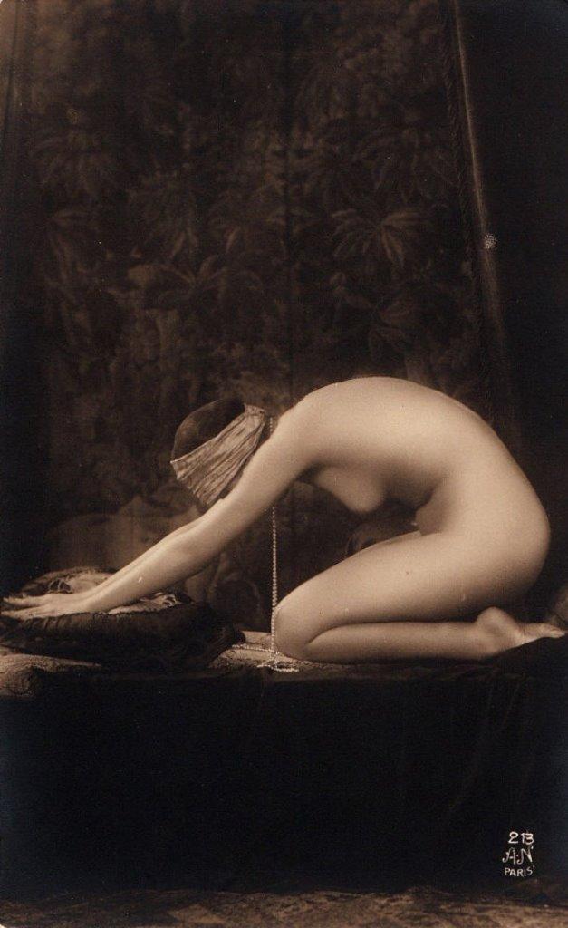 alfred-noyer-etude-de-nu-1920s-via-etsy