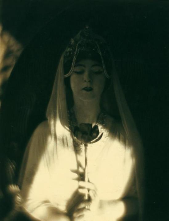baron-adolph-de-meyer-ruth-st-denis-inthe-revelation-of-the-goddess-in-omika-1913-via-nypl