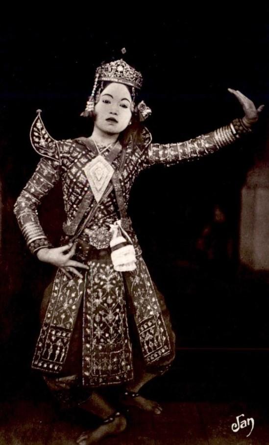 cambodge-premiere-danseuse-via-delcampe