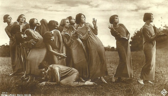 german-postcard-by-ross-verlag-pictured-are-members-of-the-tanzgruppe-mary-wigman-performing-die-wanderung-the-hike-1925-didier-hanson