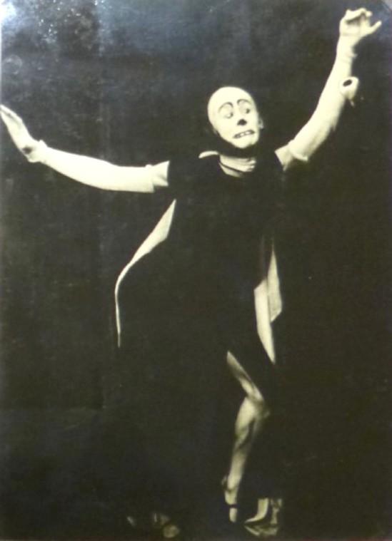 hannes-krock-bei-einem-auftritt-als-mimischer-tanzer-1934