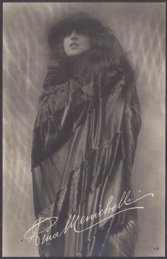 lactrice-pina-menichelli-vers-1920-via-etsy