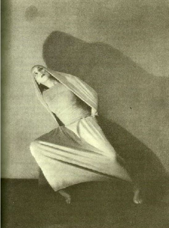 martha-graham-in-the-premiere-of-lamentation-1930-martha-graham-center