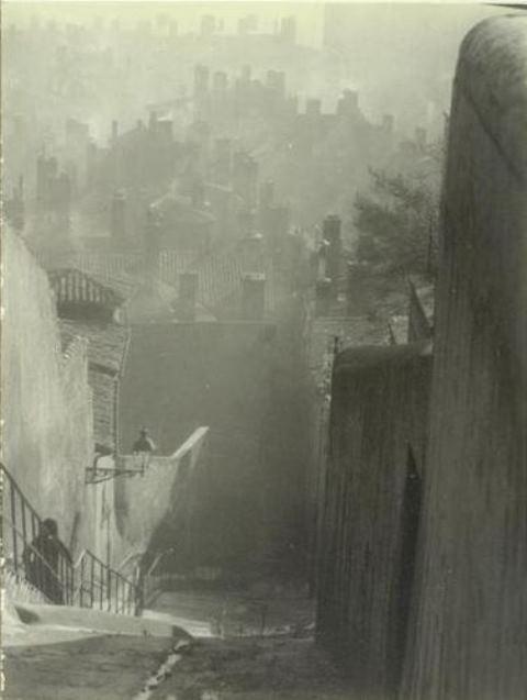Antoine Demilly. la montée des Chazeaux (Lyon) vers 1933. Via RMN