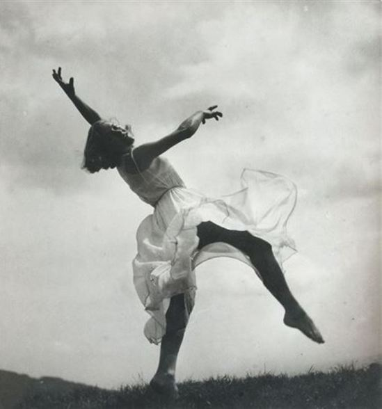 Blanc & Demilly. Danseuse 1940. Via artnet