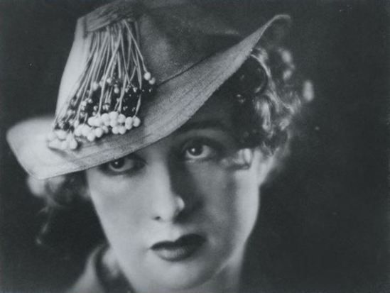 Blanc & Demilly. Femme au chapeau 1940. Via artnet