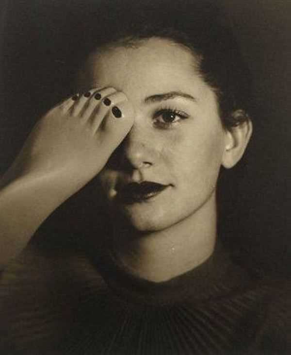 Blanc & Demilly.Femme brune (tête et pied) 1945-1950 . Via artnet