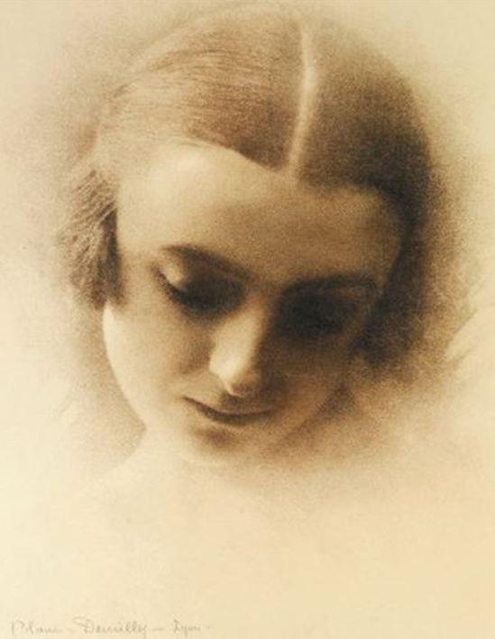 Blanc & Demilly. Portrait de femme 1925. Gum bichromate. Via artnet