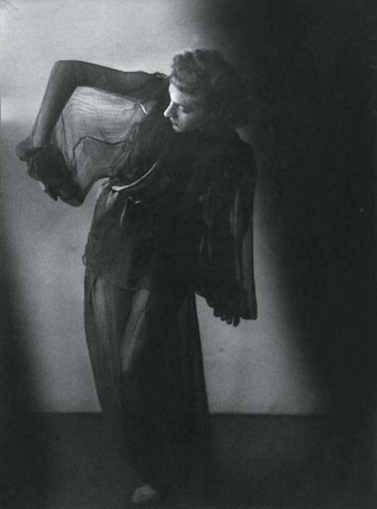Blanc et Demilly1- Danseuse, vers 1933