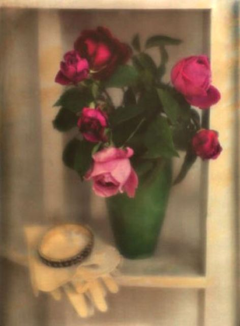Heinrich Kuhn. Still life with roses 1910. Autochrome