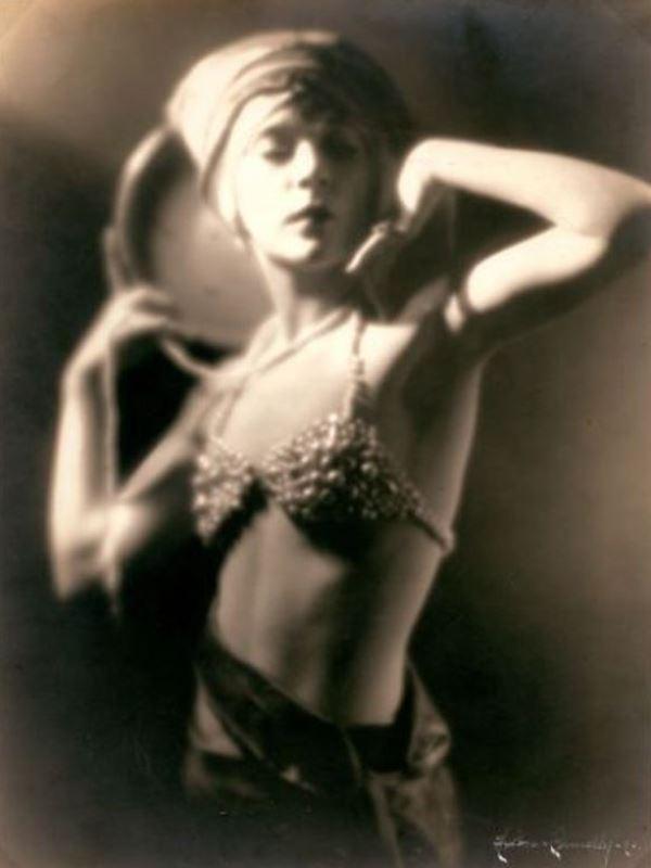 Hixon & Connelly. Portrait of a woman 1920s. Via joelsorokagallery