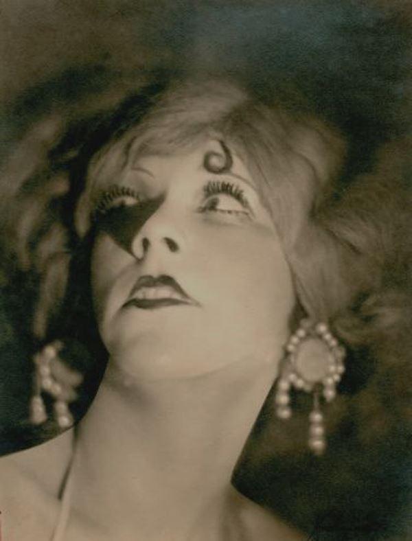 Hixon & Connelly. Portrait of Ernestine Meyer 1920s. Via joelsorokagallery