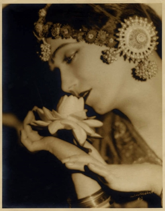 Irving Chidnoff. Gilda Gray 1927. Via sokoisbarefoot
