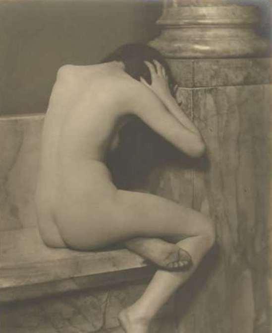 Jacob Merkelbach. Porrtret van Mies Rosenboom-Merkelbach als zittend naakt 1925-1940. Viarijksmuseum