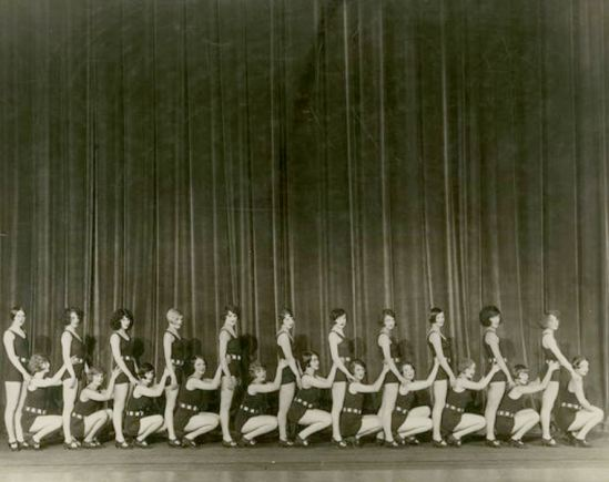 john-de-mirjian-broadway-chorus-girls-lined-up-on-1925-via-ebay