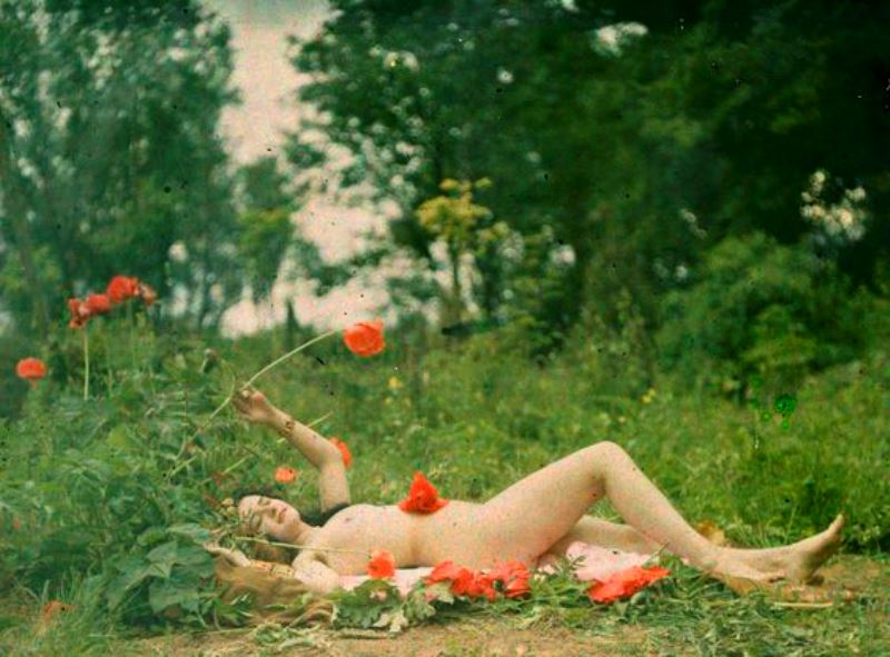 Paul Bergon. Femme nue dans un pré 1907. Autochrome ®SFP