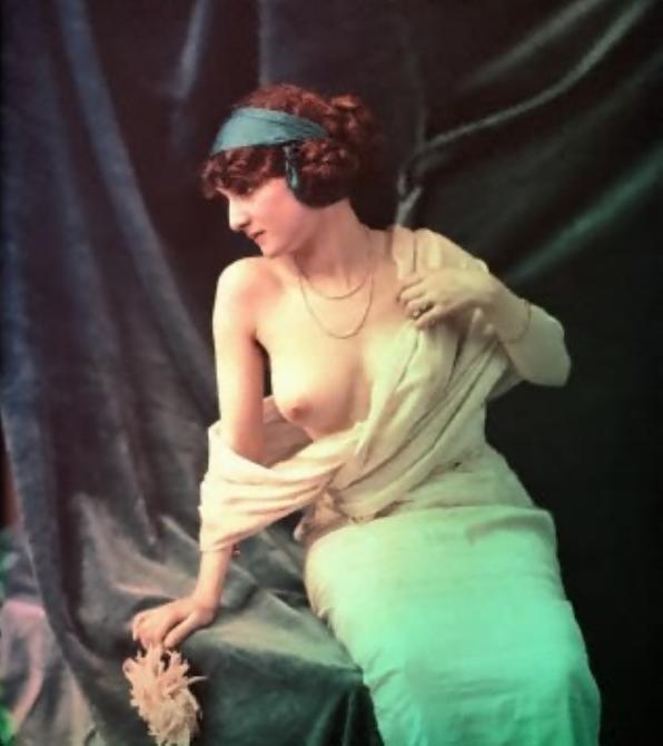 Anonyme (sans date)Femme au dahlia Support : Autochrome (18 x 24)