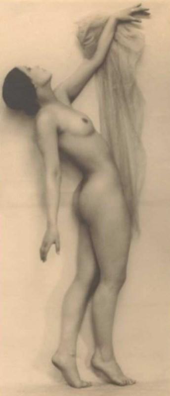 Photographe anonyme. Nu de Lea Niako (1908-1945), actrice et ballerine allemande vers 1930. Via librairiesignatures